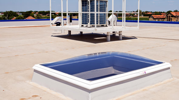 Commercial roofing membrane system with flashing