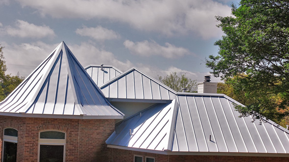 Adaptable metal roofing system residential structure