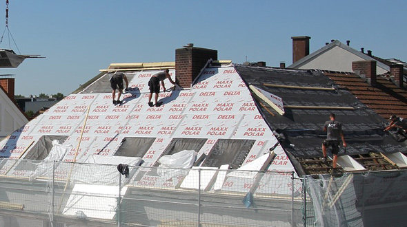 Roofing system installation of underlayment